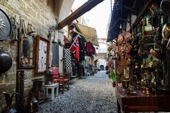 Typowa ulica stary grodzki Rhodes zdjęcia stock