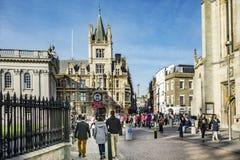Typowa uliczna scena w starej części Cambridge obraz royalty free