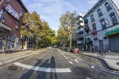 Typowa uliczna scena z ludźmi w wczesnym poranku w Nowy Jork, b zdjęcia royalty free