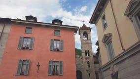Typowa włoska ulica w Como miasteczku zbiory wideo