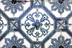 Typowe dekoracyjne płytki, antykwarskie płytki wyszczególniają Lisbon, sztukę i d, Zdjęcie Stock