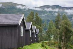 Typowe drewniane campingowe kabiny w Norwegia Scandinavia obrazy stock