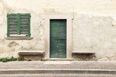 Typowego rocznika drewniany drzwi i okno Zdjęcie Stock
