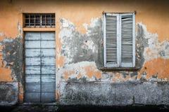 Typowego rocznika drewniany drzwi i okno Fotografia Stock