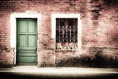 Typowego rocznika drewniany drzwi i okno Zdjęcia Stock