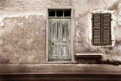 Typowego rocznika drewniany drzwi i okno Zdjęcie Royalty Free