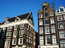 Typowi budynki w centrum Amsterdam holandie obrazy royalty free