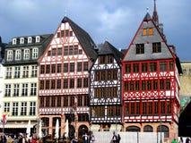 Typowi domy i budynki przy Römer Obciosują w Frankfurt mieście obrazy stock