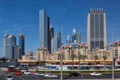Typowi nowożytni drapacze chmur i domy w Dubaj mieście Zdjęcie Royalty Free