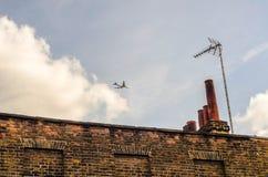 Typowi starzy Angielscy budynki, niscy ceglani domy Zdjęcia Stock