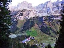 Typowo malownicza wysokogórska wioska, Urnerboden zdjęcia stock