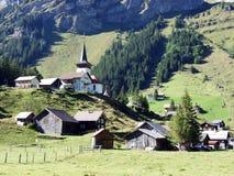 Typowo malownicza wysokogórska wioska, Urnerboden zdjęcie stock