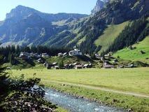 Typowo malownicza wysokogórska wioska, Urnerboden obrazy stock