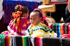 Typowo Ubierać Meksykańskie dziewczyny fotografia royalty free