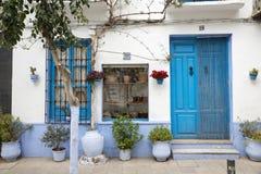 Typowy błękitny i biały dom w Spain Fotografia Stock