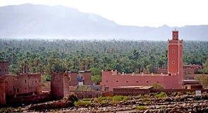 Typowy berber wioski whit oasisi atlant góry w Maroko Zdjęcia Royalty Free