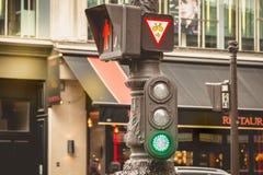 Typowy czerwony światła ruchu w Paryż w Francja Obrazy Royalty Free