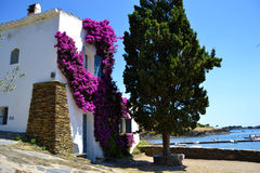 Typowy dom przy śródziemnomorskim krajobrazem Zdjęcie Stock