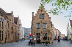 Typowy Flamandzki dom w średniowiecznym miasteczku Bruges, Belgia zdjęcie stock