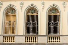 Typowy Kubański pałac okno z żelazną ochrony kratownicą Zdjęcie Stock