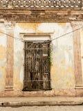 Typowy Kubański pałac okno z żelaznym ochrony grille Zdjęcie Stock