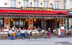 Typowy Paryjski cukierniany Du Nord lokalizował następną Gare Du Nord stację kolejową w Paryż, Francja Zdjęcia Stock