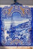 Typowy portugalczyk Azulejos przedstawia typowe dzielnicowe sceny (błękit płytki) zdjęcie royalty free