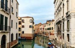 Typowy przesmyk wody kanał w Wenecja Obraz Stock