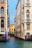 Typowy przesmyk wody kanał w Wenecja Zdjęcia Stock