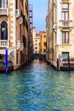 Typowy przesmyk wody kanał w Wenecja Obrazy Stock