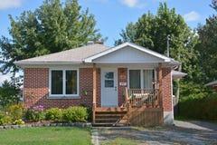 Typowy 70s bungalowu dom Fotografia Royalty Free