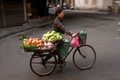 Typowy sprzedawca uliczny w Hanoi, Wietnam Obraz Stock