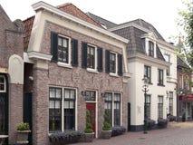 Typowy stary kwadrat starzy Holenderscy czasy iść obok fotografia stock