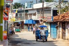 Typowy ulica krajobraz w małej wiosce w Sri Lanka fotografia stock