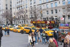 Typowy uliczny widok w Manhattan NOWY JORK usa - 3 Styczeń, 2019 zdjęcia royalty free