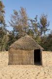 Typowy zachód - afrykańska buda z słomianym dachem zdjęcia royalty free