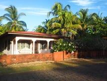 Typowych wyspa domu architektury drzewek palmowych Kukurydzanej wyspy Duży Nic zdjęcia stock