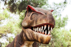 Tyrannosaurus affichant sa bouche toothy Photos stock