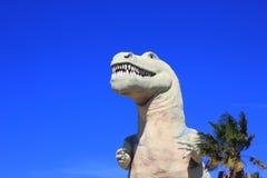 Tyrannosaurus Rex Dinosaur bij een park Stock Fotografie