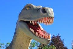 Tyrannosaurus Rex Dinosaur an einem Park Lizenzfreies Stockfoto