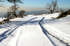 Tyre tracks in the snow. Amidst the mountain range Royalty Free Stock Photos