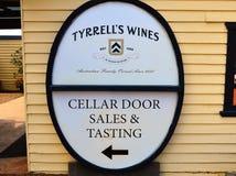 Tyrells dörr för vinodlingkällare, Australien royaltyfria bilder