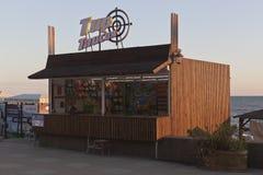 Tyrus Taisia на поселении Adler портового района в заходящем солнце Стоковая Фотография