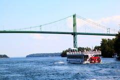 Tysiąc wyspa zawody międzynarodowi mostów Nad Świątobliwą Lawrance rzeką obraz stock