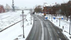 Tysiące cykliści na miasto zimy ulicznym czasie zbiory