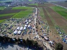 Tysiące imigranci są w czekaniu przy granicą między Gree Fotografia Royalty Free