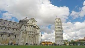 Tysiące ludzi odwiedza piękną Pisa katedrę Obciosują w Włochy, punkt zwrotny zbiory wideo
