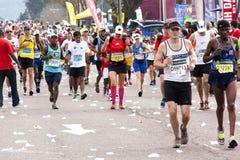 Tysiące uczestnicy Biega w 2014 kompanów maratonu drodze Fotografia Royalty Free