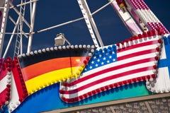 Tysk en amerikanska flaggan Arkivbilder