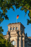 Tysk flagga på reichstag Arkivbild